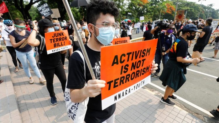 Biểu tình phản đối luật chống khủng bố mới (ANSA)