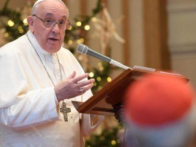 ĐTC trong buổi gặp các Hồng y và giáo triều Roma (Vatican Media)